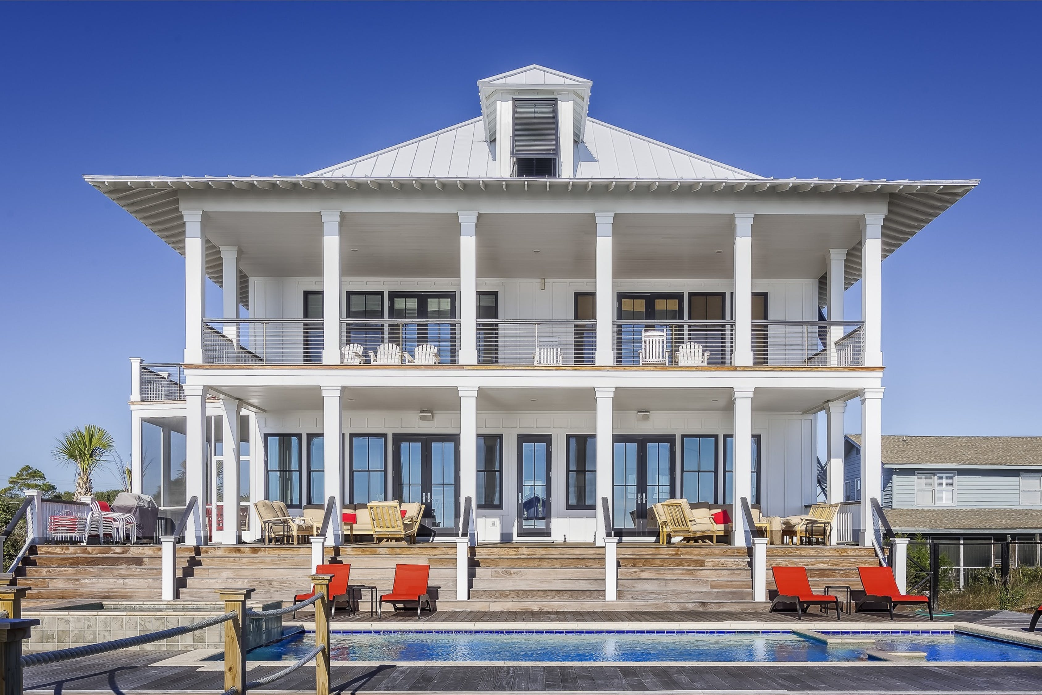 White House with Swimming Pool